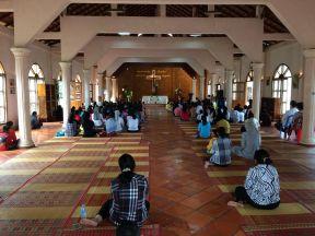 A la messe à Battambang