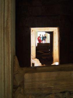 Cache-cache dans les temples