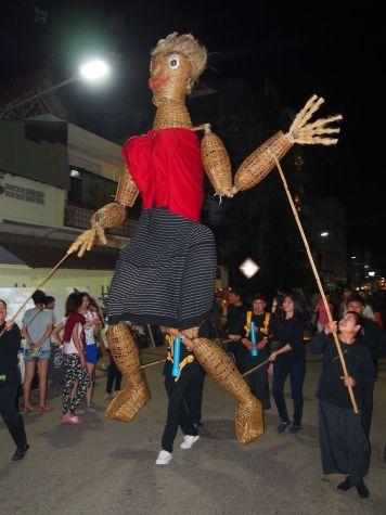 Marionettes géantes en bambous
