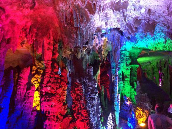 En Chine, même dans les grottes il en faut de toutes les couleurs