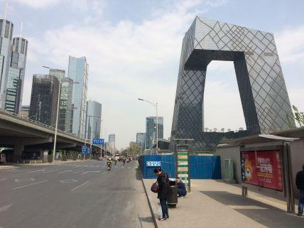Des grattes ciels et constructions ultramodernes