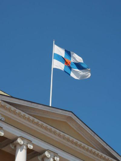 Et croix bleu sur fond blanc