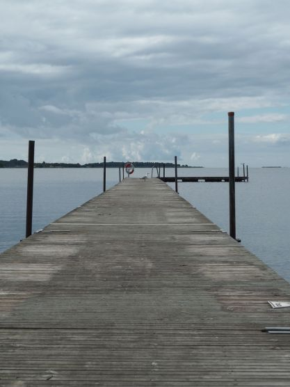Juste à côté le ponton pour aller se baigner