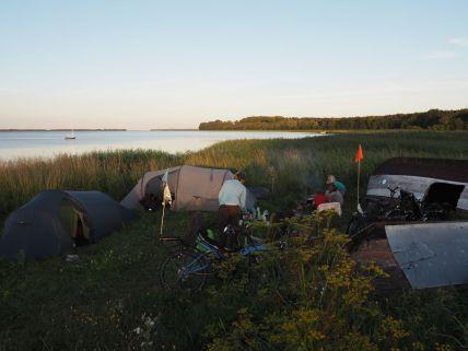 Bivouac dans une aire de camping libre et aménagée