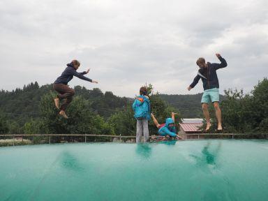 Puis séance trampoline acrobatique !