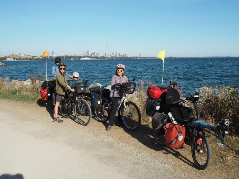De Toronto nous longeons le lac Ontario, un des grands lacs...