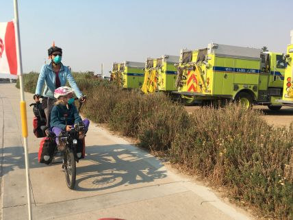 Des centaines de camions pompiers