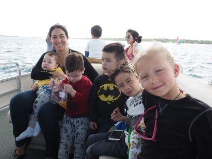 Mariana avec enfants et neveux