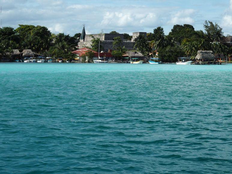 le fort de Bacalar depuis la lagune