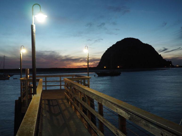 Le soir est calme dans la baie de Morro