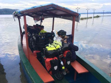 Pour aller chez Némo, il faut traverser le lac
