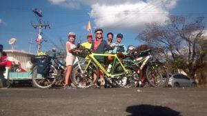 Nous partagerons un bout de route avec un cycliste local sympathique