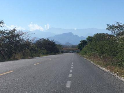 En face: le Guatemala et ses montagnes