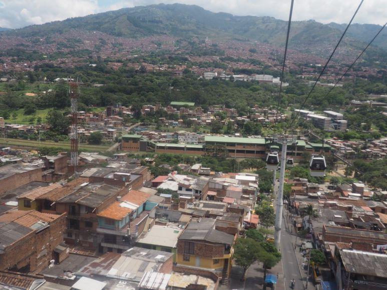 Medellin déborde sur les flancs des montagnes