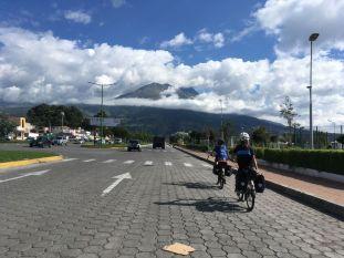 Nous arrivons sur la route des volcans