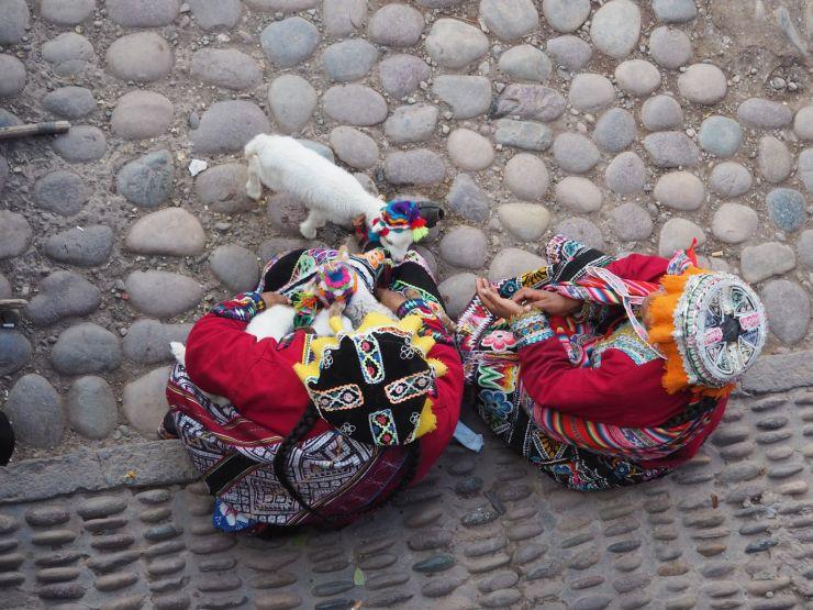 Les femmes sont quotidiennement habillées de façon traditionnelles