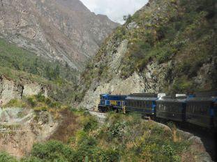 Seul le train passe dans cette vallée très encaissée