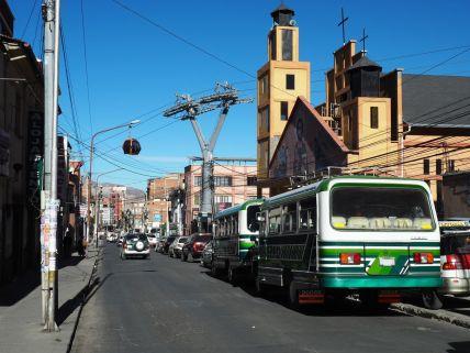 La ville est construite sur des pentes telles que le téléphérique est un très bon transport en commun.