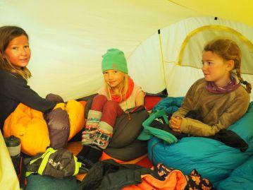 Une tente pleine d'enfants voyageurs !