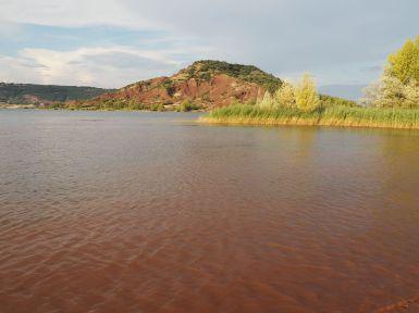 L'eau rouge du lac