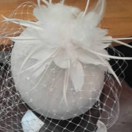 Tambourin avec fleur en plumes dessus