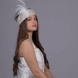 bandeau brodé de perles et orné de plumes blanches pour mariage