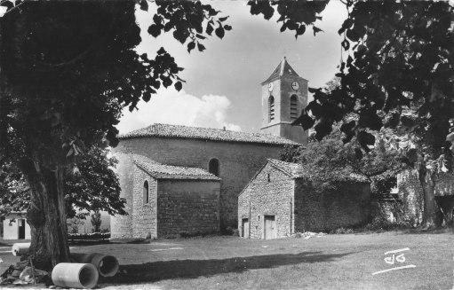 l'église vue du Charel 1961.Buses du tout-à-l'égout
