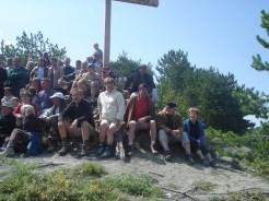 Leschois et amis devant la croix