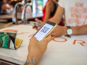 Fivory https://www.fivory.com/fr/ C'est une application de paiement par mobile que l'on peut utiliser dans un tas d'enseignes à strasbourg. Pratique, elle permet aussi d'obtenir des bons de réduction et tout un tas d'avantages.