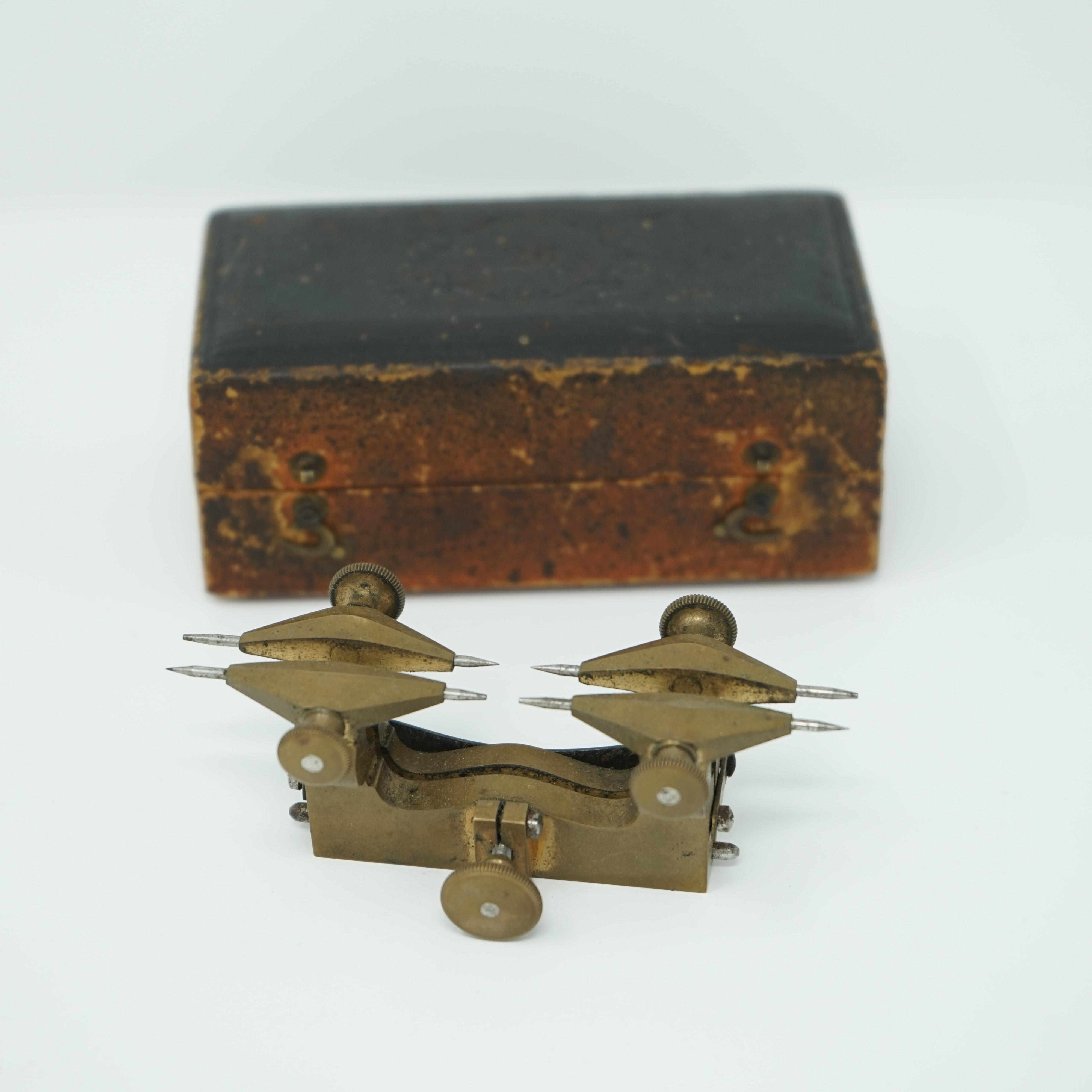 Compas aux Engrenages Ancien