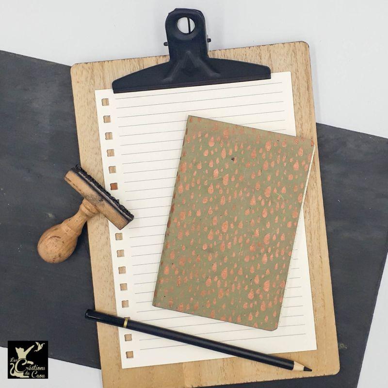 carnet A6 papier nepalais vert olive gouttes d eau cuivrees