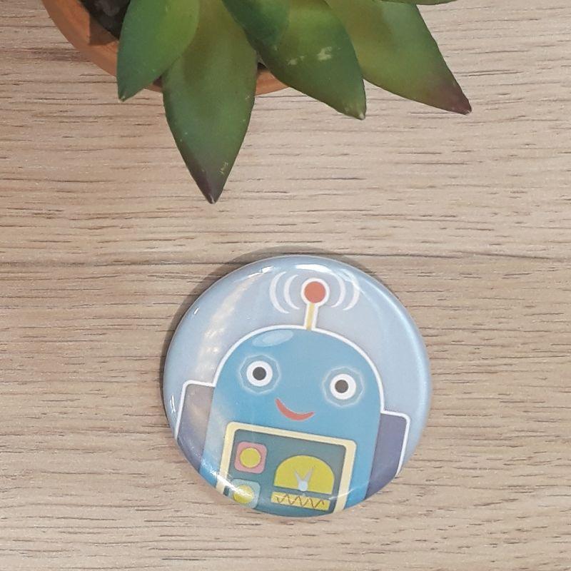 Magnet, badge réalisé à la main dans notre atelier de Lambersart (Lille) pour un garçon.