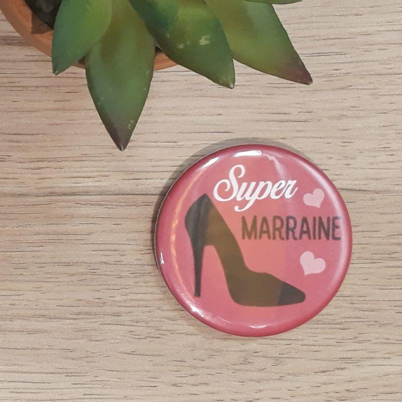 Magnet, badge réalisé à la main dans notre atelier de Lambersart (Lille) pour une marraine