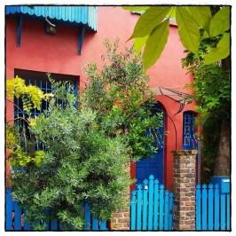 C'est une maison rose... ♪♫