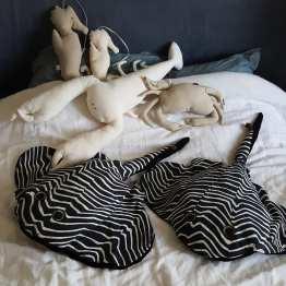 raies léopards, raies géantes, coussin raie, ray , cushion, déco, black and white