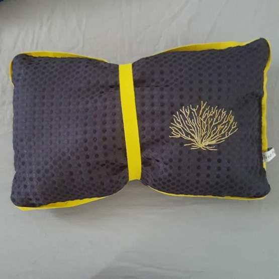 coussin noir et jaune, corail, création textile, Fred Petit