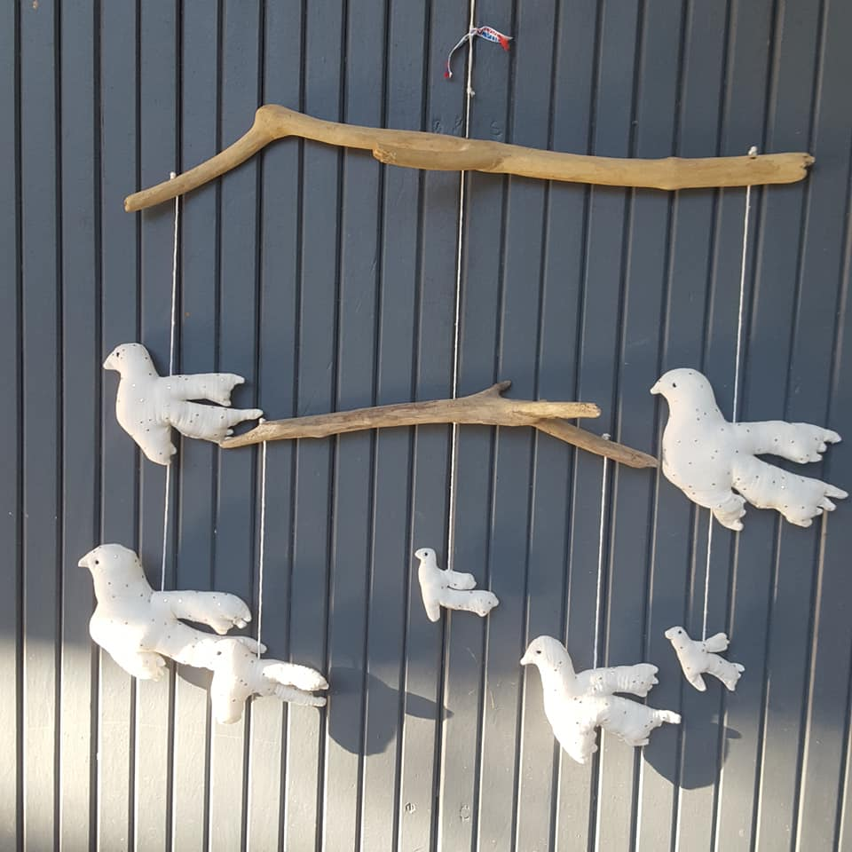 Créations En Bois Flotté mobile 7 oiseaux écru et sur bois flotté, pièce unique. - les curiosités de  fred