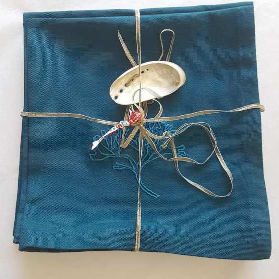 lot-de-6-serviettes-brodées-algue-bleu-paon-ton-sur-ton