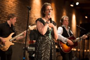 julie sings