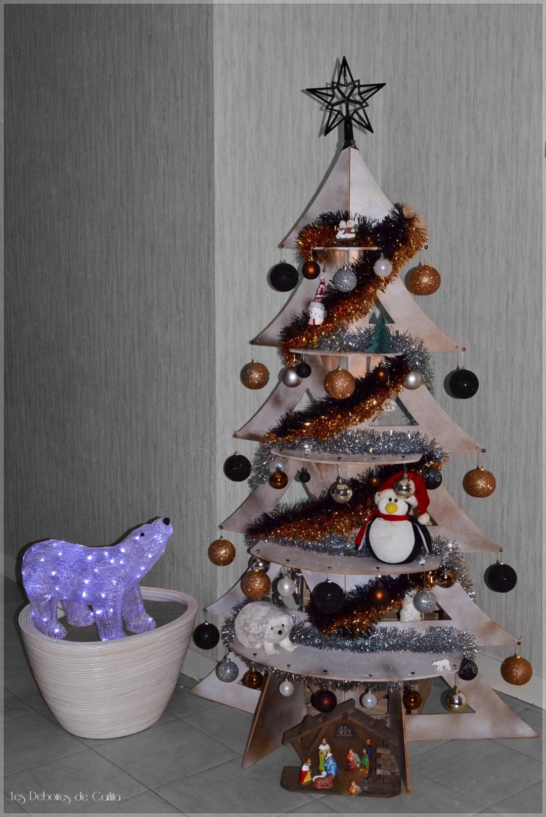 Sapin de Noel en bois Les Déboires de Carlita
