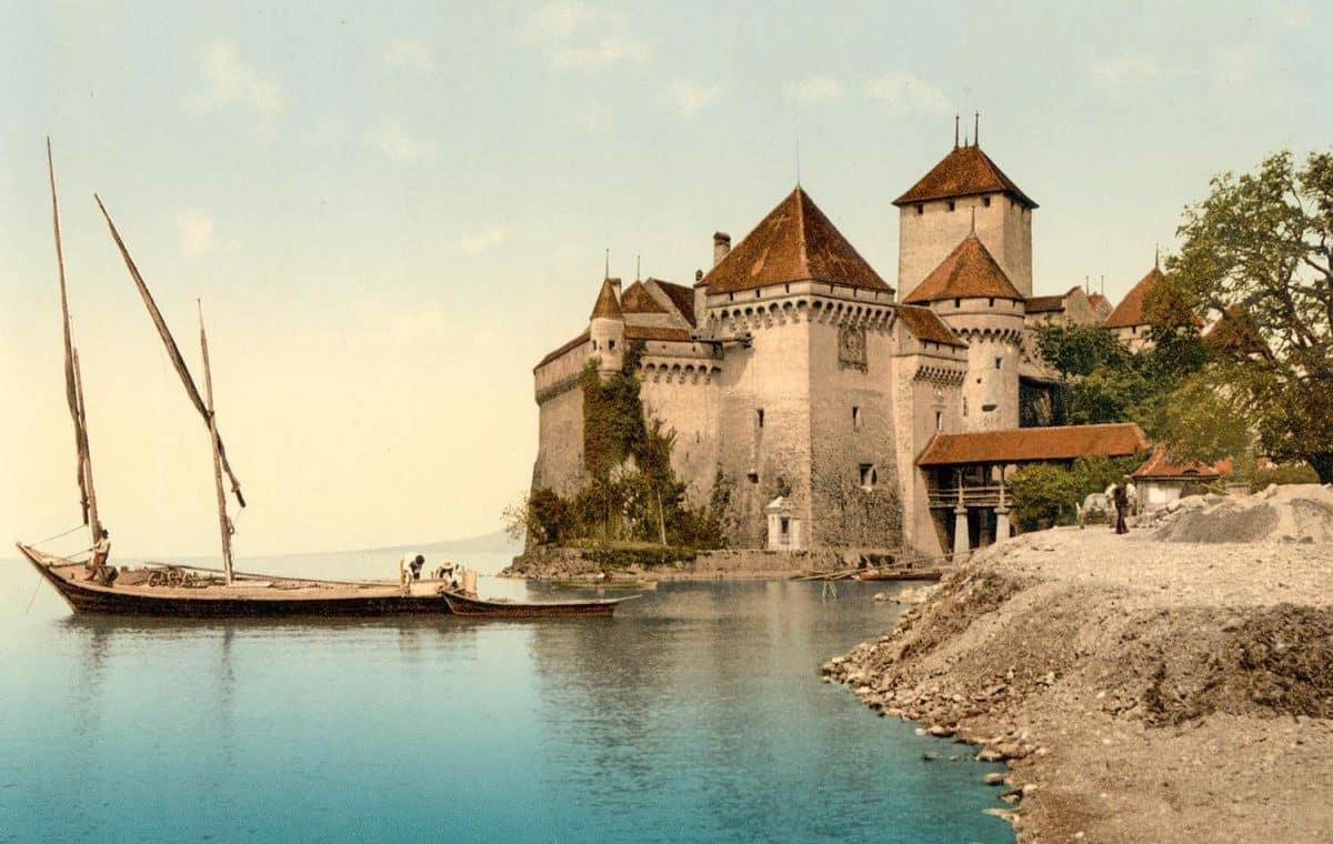 Photochrome. Chillon et une barque du Léman