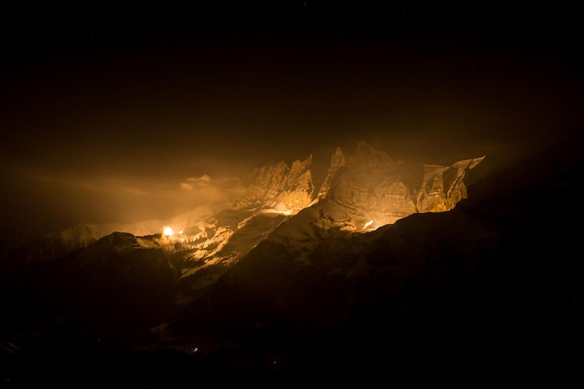 Treize étoiles au sommet, les Dents du Midi. © Fabrice Ducrest
