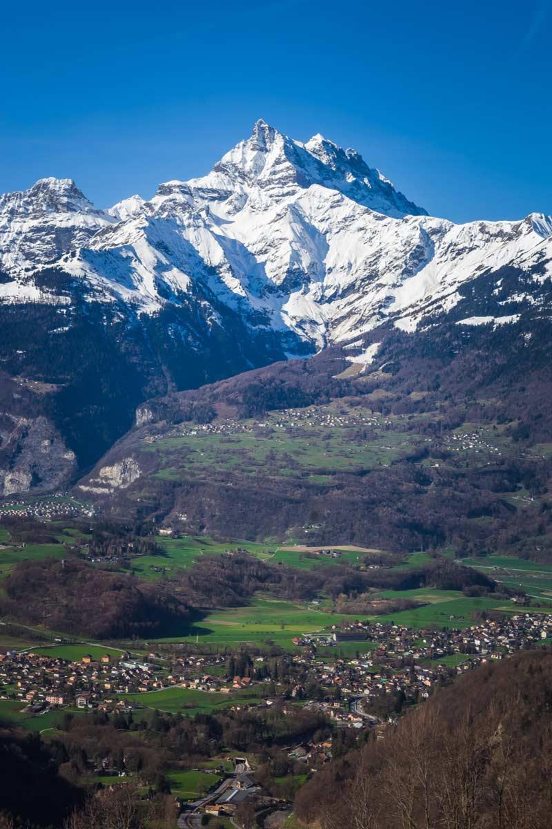 Neige de printemps sur les Dents du Midi. © Fabrice Ducrest