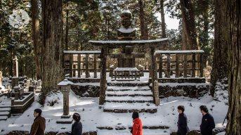 Dans le cimetière d'Okuno-in