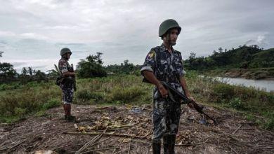 Photo de Les civils fuient les affrontements entre armée et rebelles en Birmanie