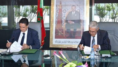 Photo de Signature d'une convention de partenariat entre Attijariwafa bank et la Fédération des Chambres Marocaines de Commerce, d'Industrie et de Services