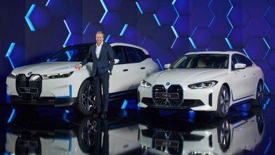 Photo de BMW iX et i4 : démarrage électrisant de deux hélices vertes