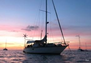 Et encore une de notre voilier au coucher du soleil.