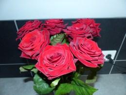 un joli bouquet de roses rouges