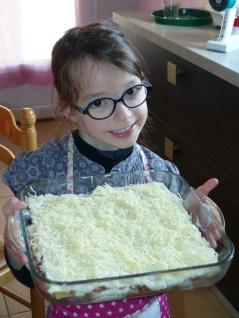 Tycia heureuse d'avoir préparé des lasagnes avec maman ♥